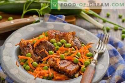 Свинско месо со зеленчук во рерната