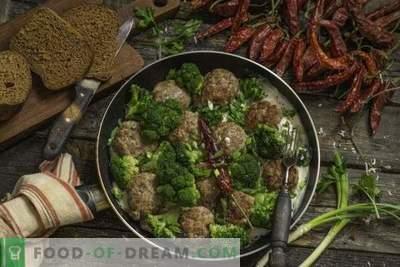 Fast rissóis de carne com brócolis em molho bechamel
