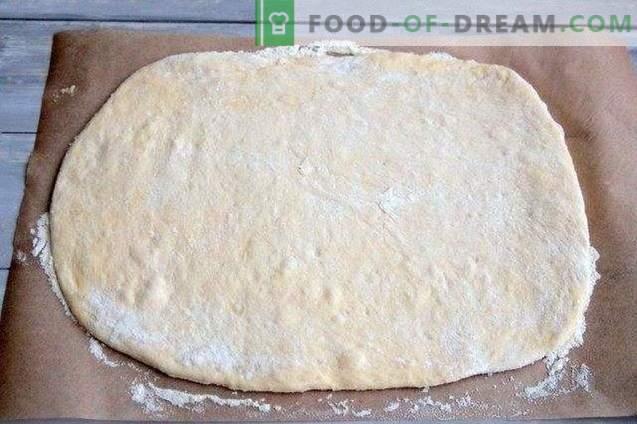 Pīrāgs ar olīvām, kaltētiem pipariem un sieru