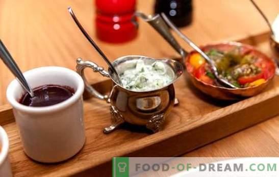 Karstās mērces - lieliska mērce! Sastāvs ar karstām mērcēm un vienkāršiem dārzeņiem, sēnēm, krējumu, krējumu, ar sieru un riekstiem