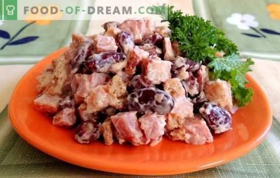 Pupiņu un šķiņķa salāti ir barojoša uzkoda. Receptes salātiem ar pupiņām un šķiņķi: dārzeņu, pikantu, barojošu un vieglu