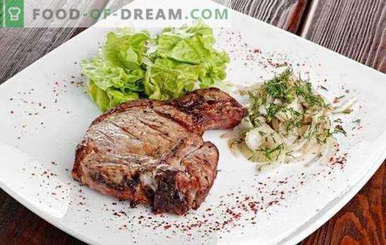 Entrecote pan - restorāna ēdiens mājas izvēlnē. Ēdienu pagatavošana liellopu gaļas, cūkgaļas un jēra pannā