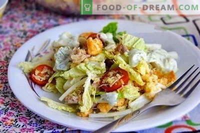 Labākās receptes ir salāti ar vistu un ķīniešu kāpostiem. Vārīti pareizi vistas un Ķīnas kāpostu salāti.