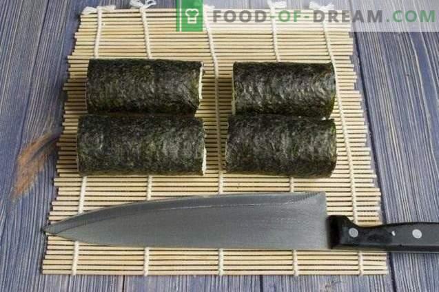 Suši Maki ar kūpinātu zušu un puravu sīpoliem