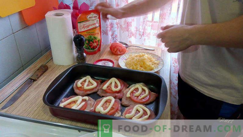 Porc au four avec tomates et fromage, escalope de porc au four