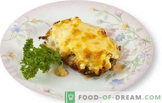 La viande avec des champignons et du fromage au four est un excellent ajout au plat d'accompagnement. Les meilleures recettes pour cuisiner de la viande avec des champignons et du fromage au four
