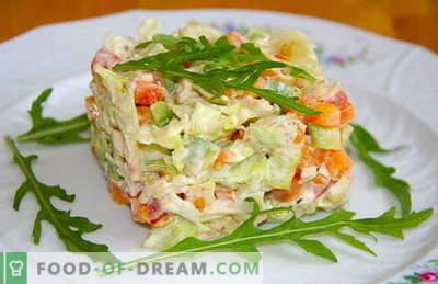Vārītas vistas salāti ir labākās receptes. Kā pareizi un garšīgi pagatavoti salāti ar vārītu vistu.