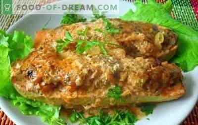 Blozende courgette gevuld met verschillende vulling met kaas in de oven. Verras gevulde courgette met kaas in de oven!