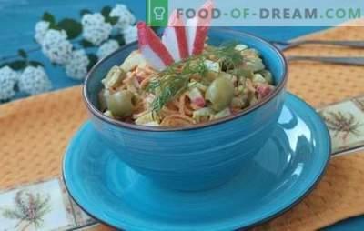 Krabju salāti ar burkāniem - budžeta uzkodas. Receptes krabju salātiem ar burkāniem: sirsnīgs un viegls uzturs