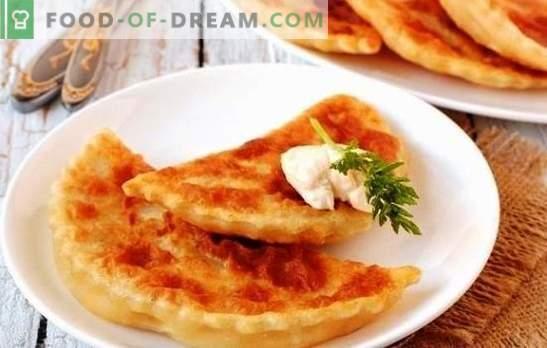 Flapjacks cu brânză și verde într-o tigaie sunt bagheta magica a gazdelor. O selecție de rețete pentru tortilla cu brânză și ierburi